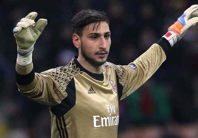 """Phản bội Milan, đòi sang Real, """"tiểu Buffon"""" bị ném tiền vào mặt - 1"""