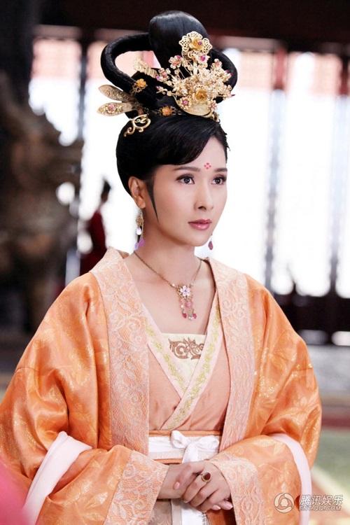 Hoa hậu Hồng Kông ê chề vì bị vợ đại gia túm tóc đánh ghen - 3