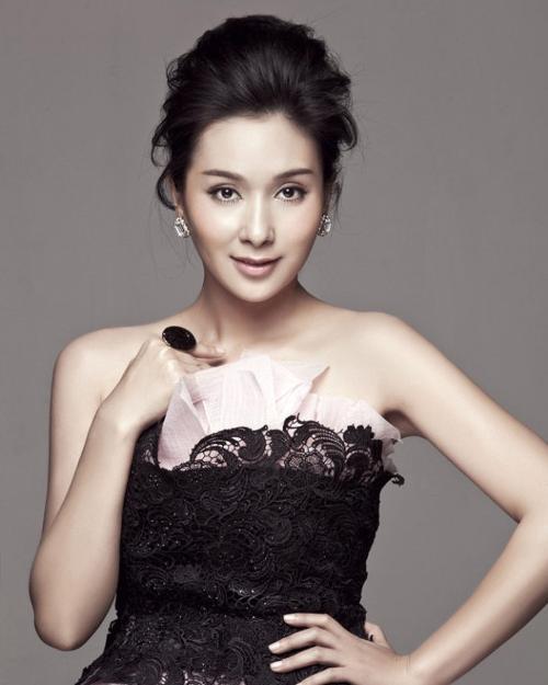 Hoa hậu Hồng Kông ê chề vì bị vợ đại gia túm tóc đánh ghen - 8