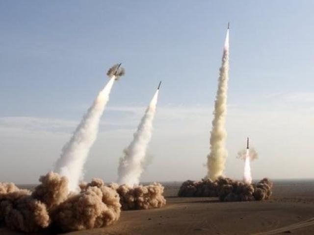 Iran bất ngờ nã tên lửa vào Syria trả thù khủng bố IS