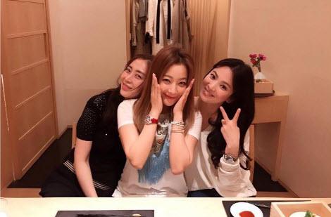 Song Hye Kyo nói về tin hẹn hò qua đêm với phi công trẻ - 6