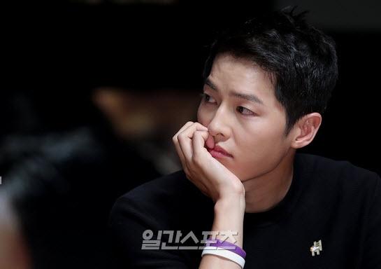Song Hye Kyo nói về tin hẹn hò qua đêm với phi công trẻ - 9