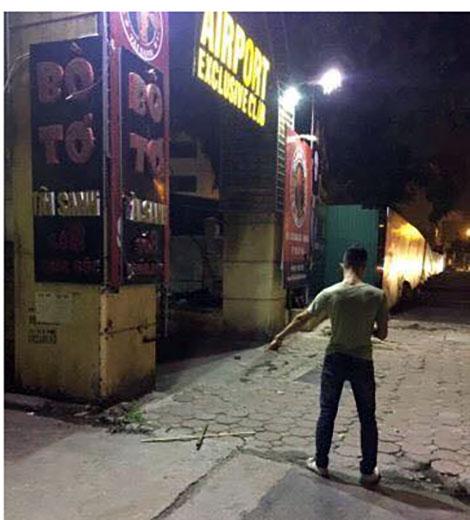 Đi dự sinh nhật, nam thanh niên bị đâm gục trước quán bar - 2