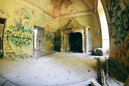 Câu chuyện đau lòng đằng sau biệt thự xinh đẹp bị bỏ hoang ở Ý - 4