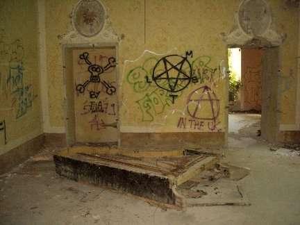 Câu chuyện đau lòng đằng sau biệt thự xinh đẹp bị bỏ hoang ở Ý - 6