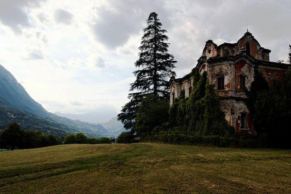 Câu chuyện đau lòng đằng sau biệt thự xinh đẹp bị bỏ hoang ở Ý - 9
