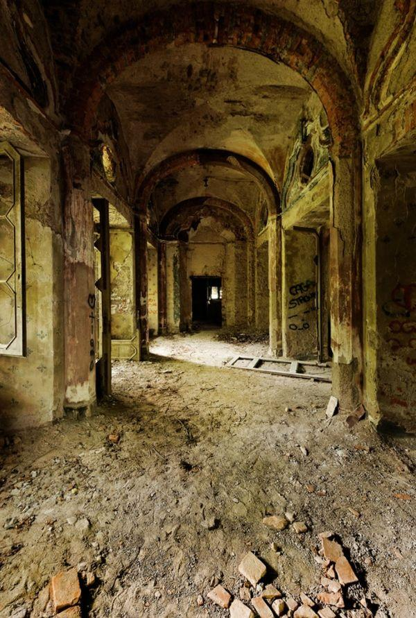 Câu chuyện đau lòng đằng sau biệt thự xinh đẹp bị bỏ hoang ở Ý - 7