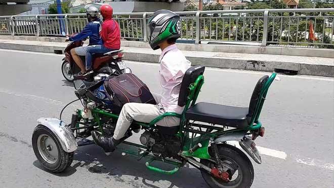 Sốc với hình ảnh người đàn ông không tay chạy xe máy tự chế trên phố SG - 3