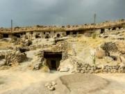 """Du lịch - Đột nhập ngôi làng 10.000 năm tuổi """"ẩn náu"""" trong hang động"""