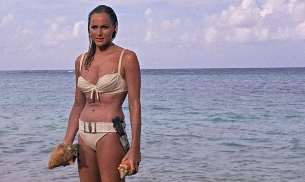 """Khán giả chết """"đứ đừ"""" vì những cảnh bikini quá gợi cảm trên màn ảnh - 1"""