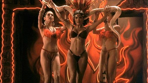 """Khán giả chết """"đứ đừ"""" vì những cảnh bikini quá gợi cảm trên màn ảnh - 3"""