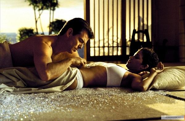 """Khán giả chết """"đứ đừ"""" vì những cảnh bikini quá gợi cảm trên màn ảnh - 6"""