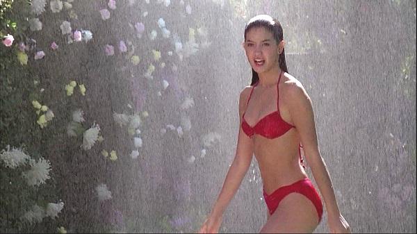 """Khán giả chết """"đứ đừ"""" vì những cảnh bikini quá gợi cảm trên màn ảnh - 7"""