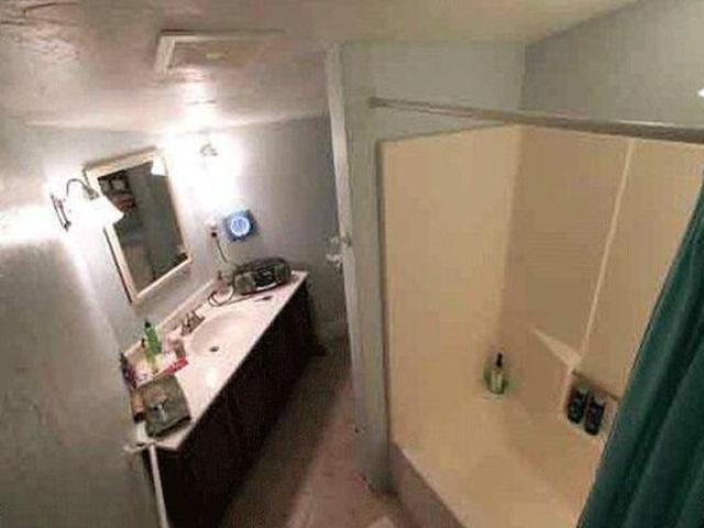 Đặt camera trong phòng tắm bạn gái và cái kết đắng