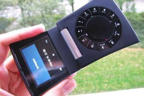 """Những chiếc điện thoại cổ, """"siêu độc lạ"""" nhất thế giới - 4"""