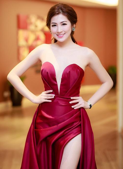 """""""Bạn gái Noo Phước Thịnh"""" dẫn đầu top 5 MC gợi cảm nhất VTV - 2"""