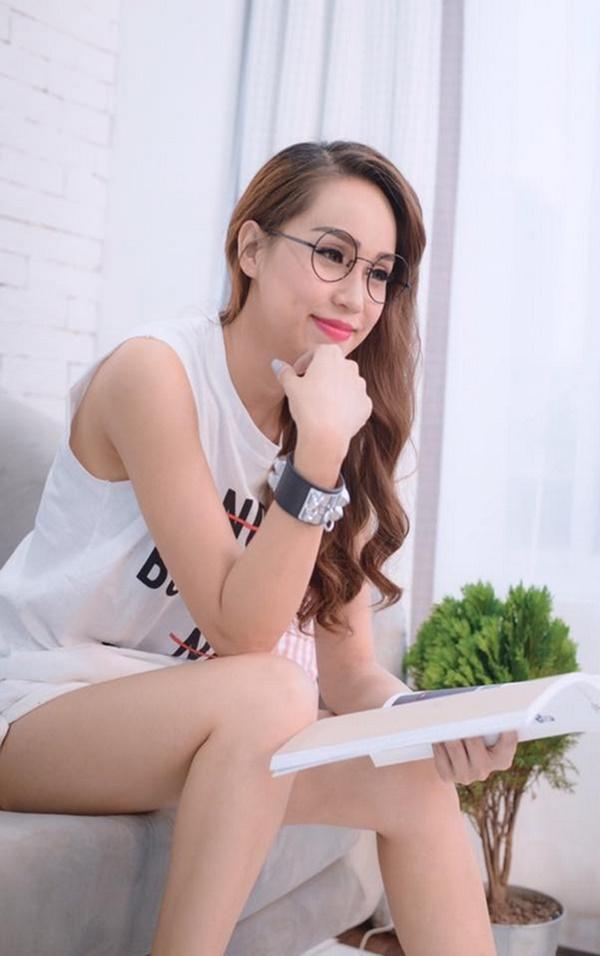 """""""Bạn gái Noo Phước Thịnh"""" dẫn đầu top 5 MC gợi cảm nhất VTV - 10"""