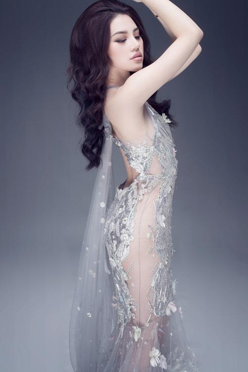 """Hoa hậu Việt sở hữu """"số đo vàng"""" mặc trong suốt đến ngỡ ngàng - 1"""