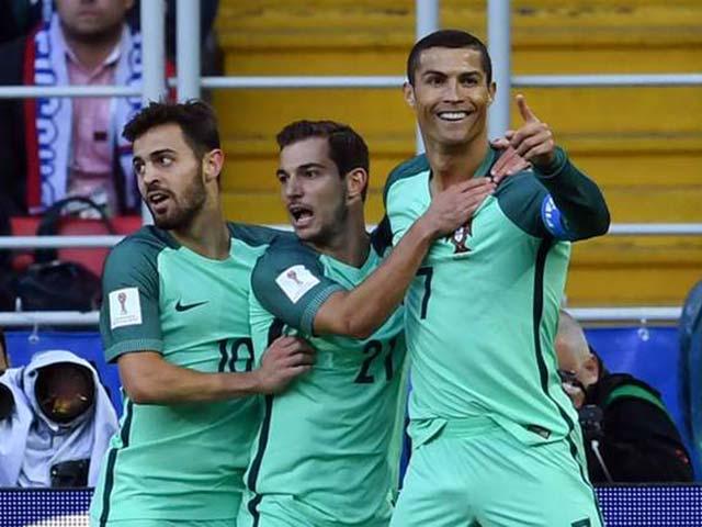 Ronaldo ghi bàn vào
