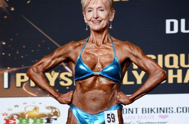 """Cụ bà 74 tuổi """"mình đồng da sắt"""" hừng hực đi thi thể hình - 3"""