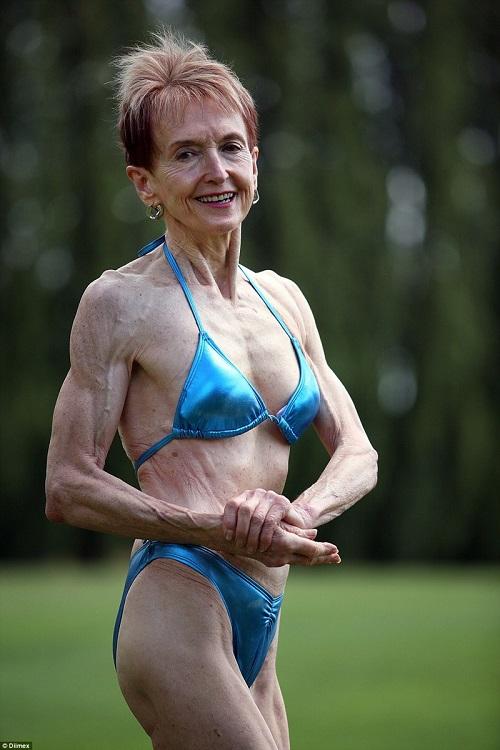 """Cụ bà 74 tuổi """"mình đồng da sắt"""" hừng hực đi thi thể hình - 6"""
