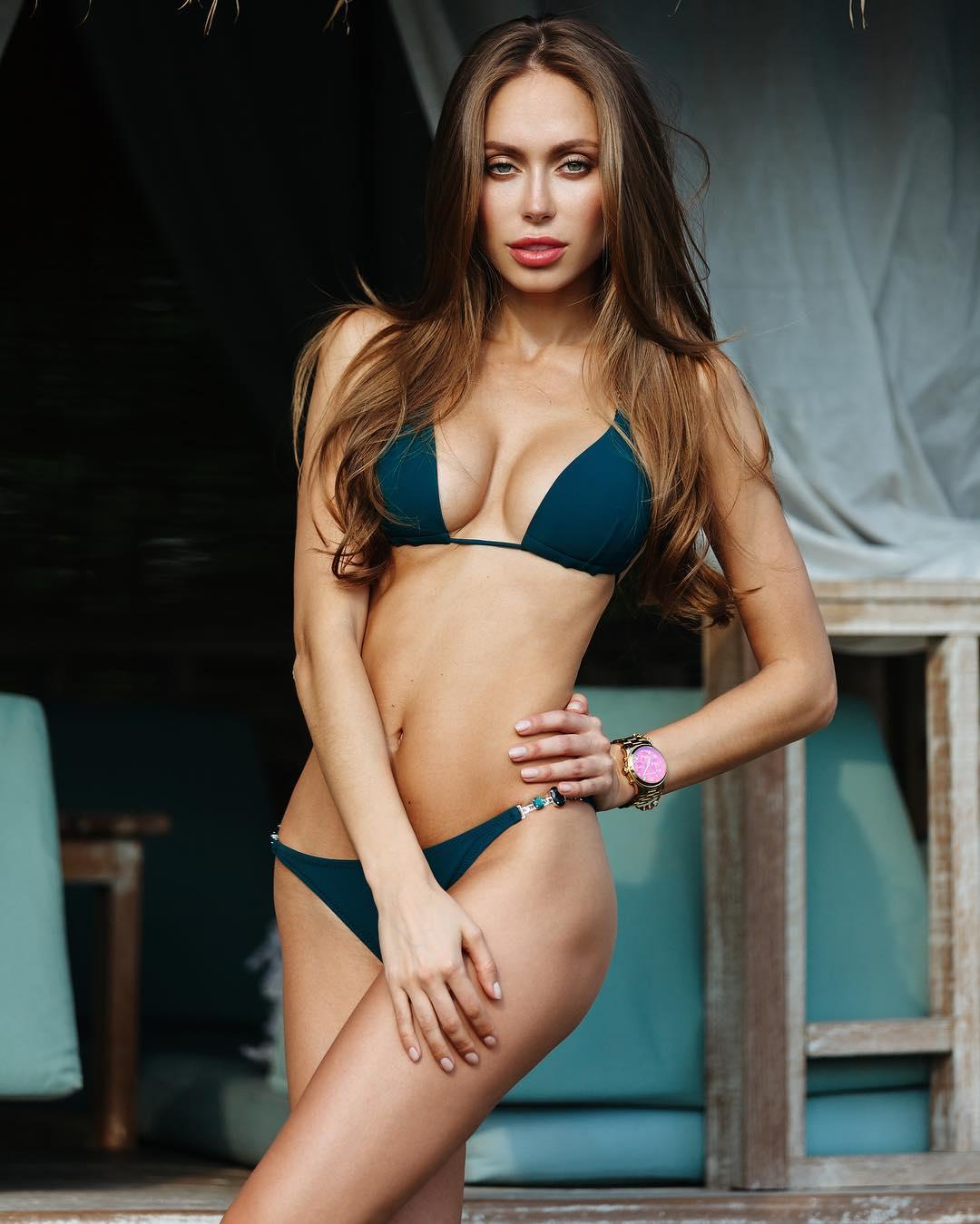 Chỉ 16s, Angelina Jolie nước Nga đốn tim hàng vạn anh em - 1
