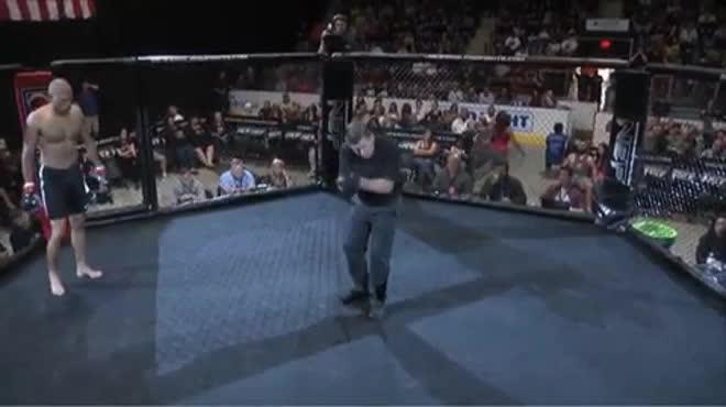 """MMA số 1 năm: """"McGregor đệ nhị"""" 4 giây làm lên lịch sử"""