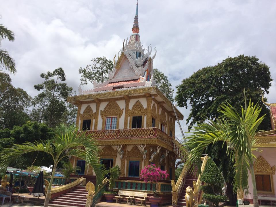 Ngôi chùa được ốp chén, dĩa độc đáo có một không hai ở Sóc Trăng - 9