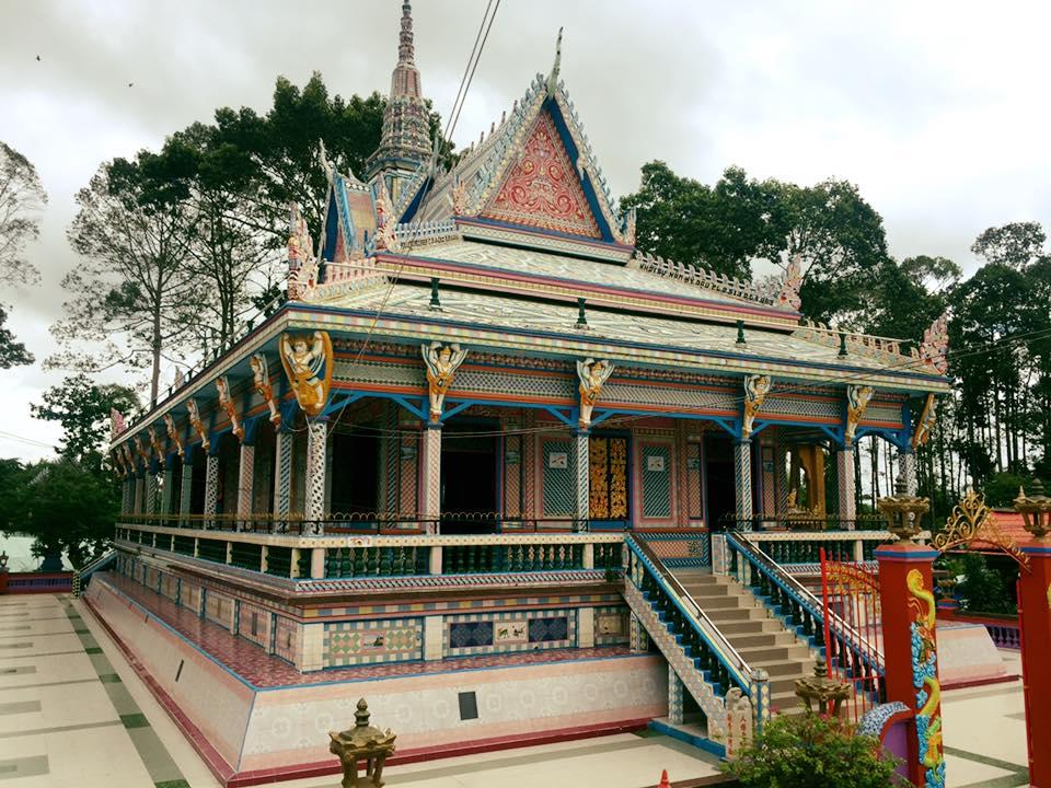 Ngôi chùa được ốp chén, dĩa độc đáo có một không hai ở Sóc Trăng - 4