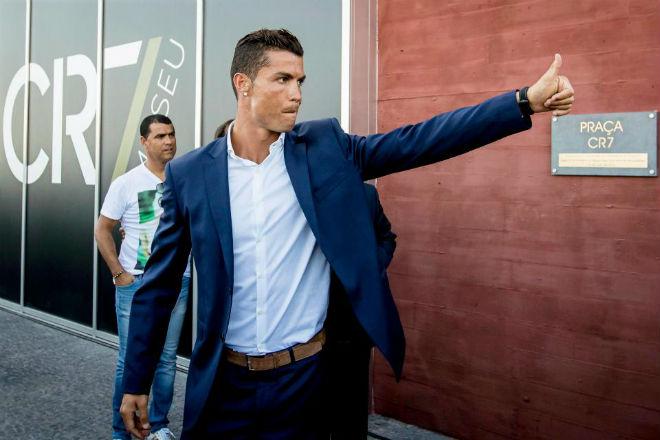 """Ronaldo bị tố trốn thuế: """"Ông trùm"""" giấu mặt trong vỏ bọc siêu sao - 2"""