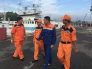 Thuyền trưởng trôi dạt 14 km trên biển giữa đêm
