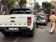 HN: Ô tô bán tải mất lái, tông hàng loạt phương tiện dừng chờ đèn đỏ