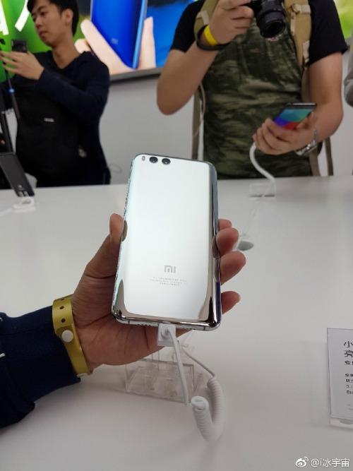 """Lóa mắt phiên bản Xiaomi Mi 6 màu bạc chưa từng được """"lên kệ"""" - 1"""