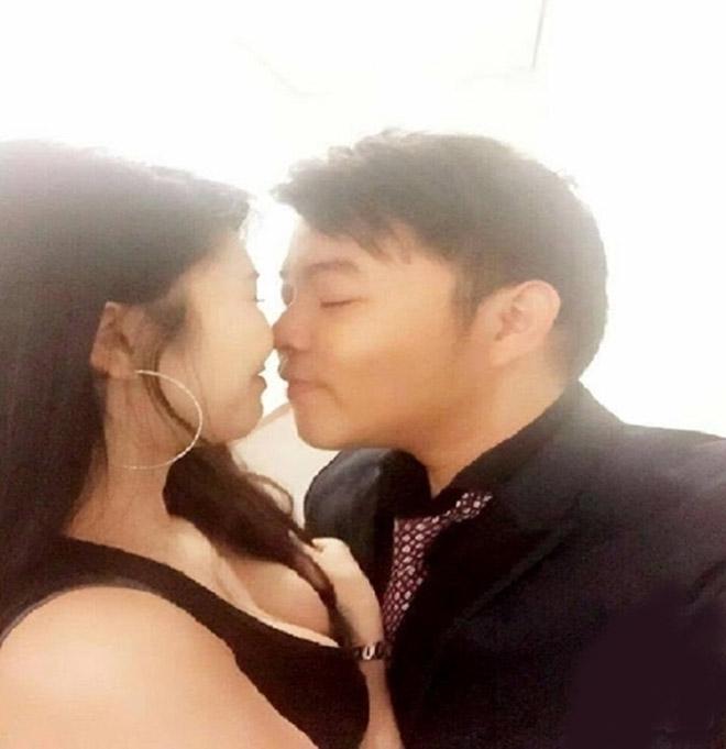 """Sự thật ảnh """"giường chiếu"""" của Quang Lê và bạn gái 9X khiến fan tá hỏa - 4"""