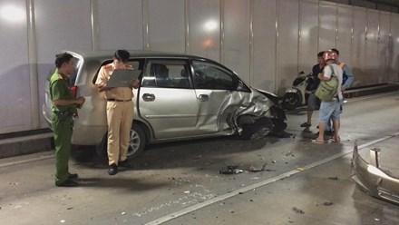 Ô tô chạy ngược chiều vào hầm Thủ Thiêm gây tai nạn liên hoàn - 4