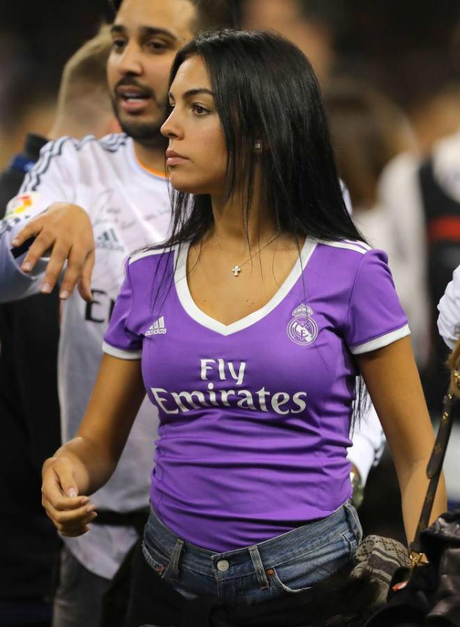 Ronaldo dính vòng lao lý, bồ xinh vẫn vô tư khoe thân nóng bỏng - 8