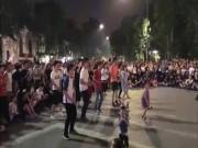 """Giới trẻ - Bé gái nhảy cực chất trên phố đi bộ Hà Nội """"gây bão"""""""