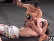 """MMA: Cú đấm """"lườm rau gắp thịt"""" gây chấn động"""
