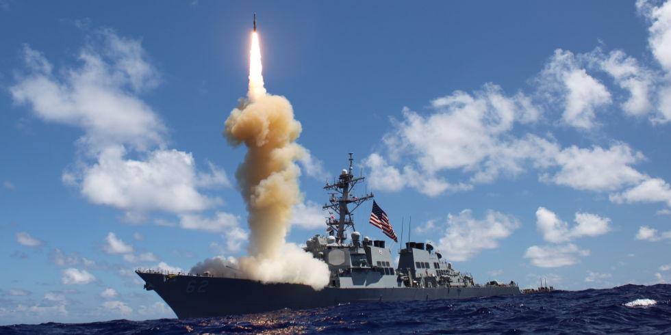 Do đâu chiến hạm tối tân Mỹ không thể tránh né tàu hàng? - 1