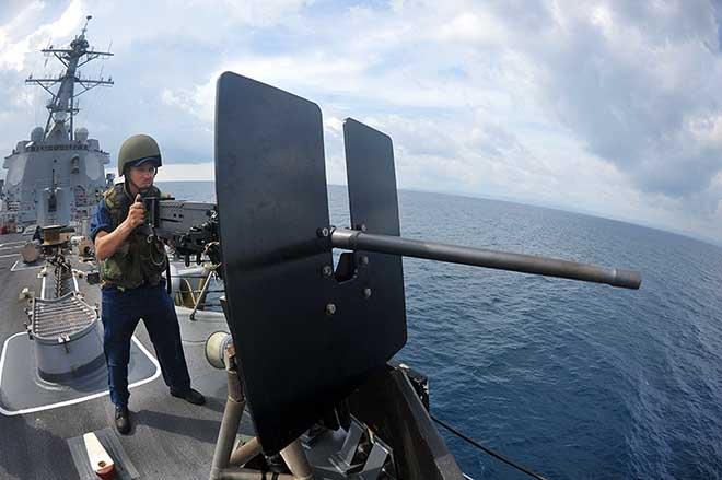 Do đâu chiến hạm tối tân Mỹ không thể tránh né tàu hàng? - 2