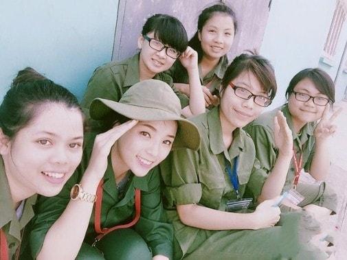 Bóc mẽ nhan sắc Hoàng Thùy Linh, Kỳ Duyên thời sinh viên học quân sự - 2
