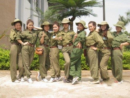 Bóc mẽ nhan sắc Hoàng Thùy Linh, Kỳ Duyên thời sinh viên học quân sự - 8