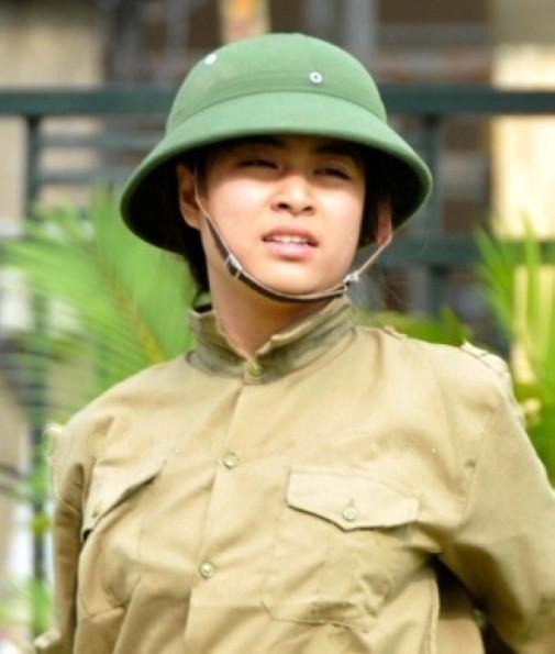 Bóc mẽ nhan sắc Hoàng Thùy Linh, Kỳ Duyên thời sinh viên học quân sự - 3