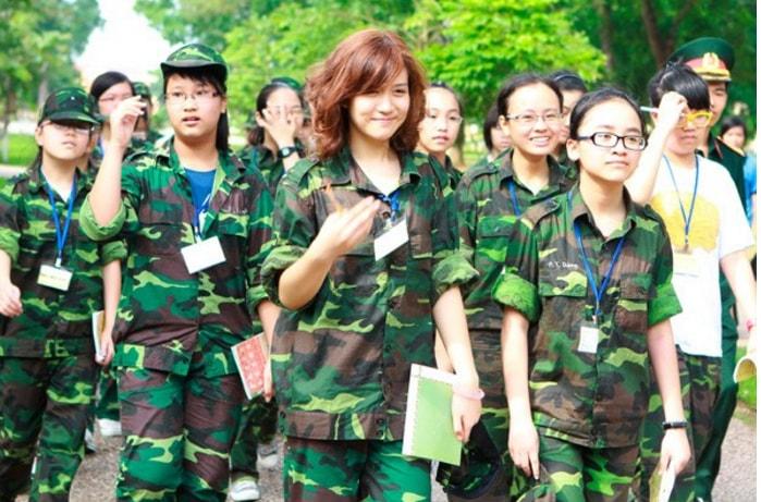 Bóc mẽ nhan sắc Hoàng Thùy Linh, Kỳ Duyên thời sinh viên học quân sự - 14