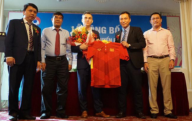 HLV vô địch châu Á hứa đưa futsal Việt Nam vượt Thái Lan - 1