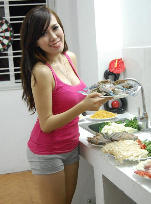 """3 hot girl giàu có, gợi cảm lại nấu ăn ngon """"thần sầu"""" - 13"""