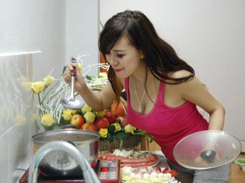 """3 hot girl giàu có, gợi cảm lại nấu ăn ngon """"thần sầu"""" - 14"""