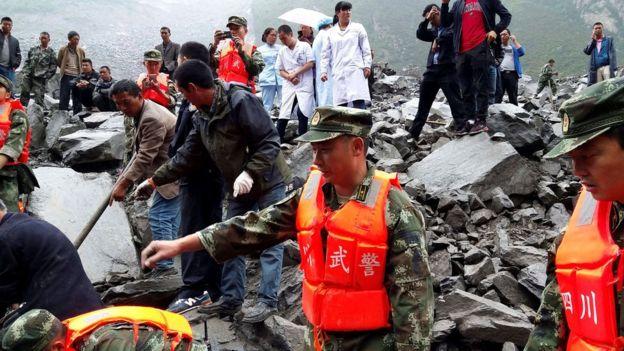 Lở đất kinh hoàng ở Trung Quốc, 141 người bị chôn vùi - 1