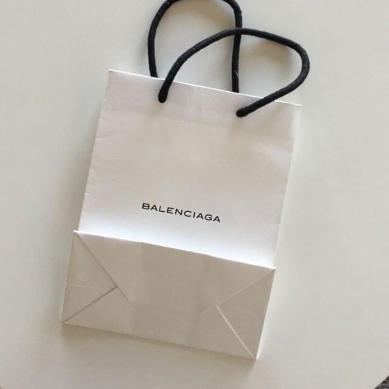 """Sau túi nhựa 50 triệu, Balenciaga nhận """"gạch"""" vì túi mua hàng ngàn đô - 3"""