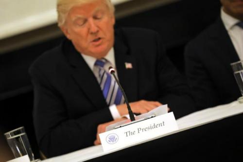Tổng thống Trump họp bàn về kế hoạch phát triển mạng 5G - 1